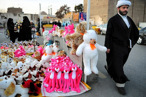An Iranian Mullah shopping in the holy city of Qom -2008