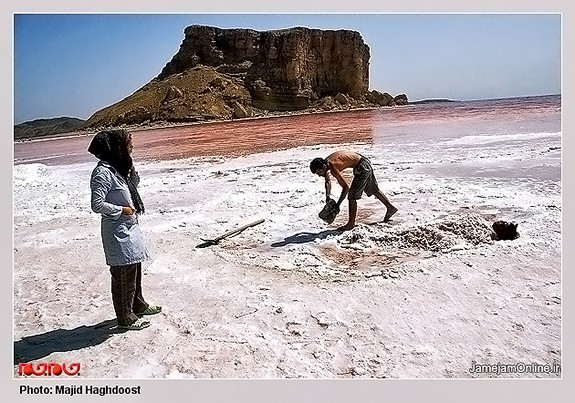 Mud-bathing-in-Lake-Urmia-Iran-2960