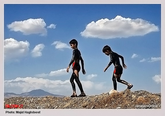 Mud-bathing-in-Lake-Urmia-Iran-3007