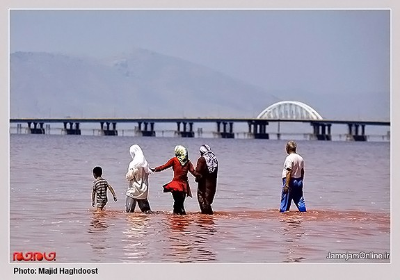 Mud-bathing-in-Lake-Urmia-Iran-3091