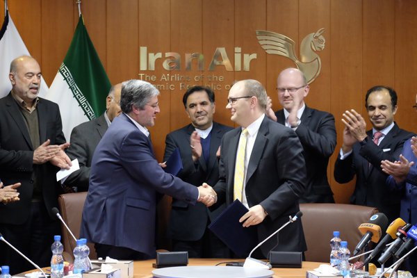 Iran Air, Boeing sign $16.6b deal for 80 planes